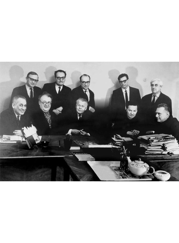 5.7 ┆   Editorial board of  Novyi Mir  magazine.    Seated (from left to right): B.G.  Zaks, A.D.  Dementiev, A.T.  Tvardovsky, A.I.  Kondratovich, A.M.  Mariamov. Standing: M.N.  Khitrov, V.Y.  Lakshin, E.Y.  Dorosh, I.I.  Vinogradov, I.A.  Sats. February 1970