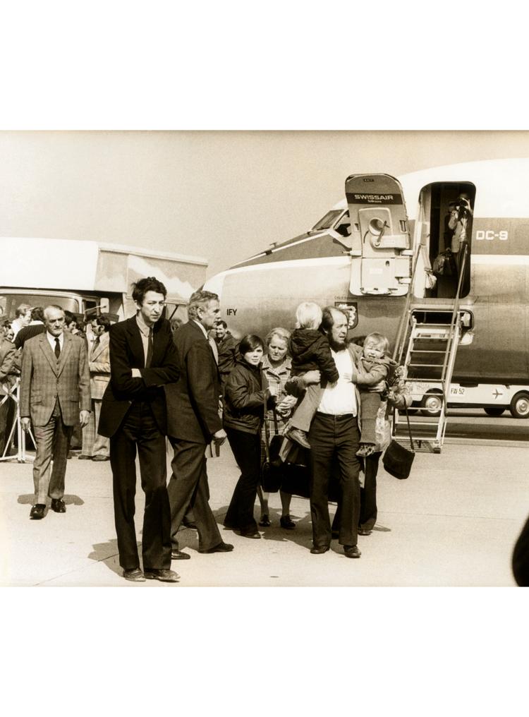 7.8 ┆   Aleksandr Solzhenitsyn greets his family at Zurich airport.   29 March 1974 Credit: Sven Simon