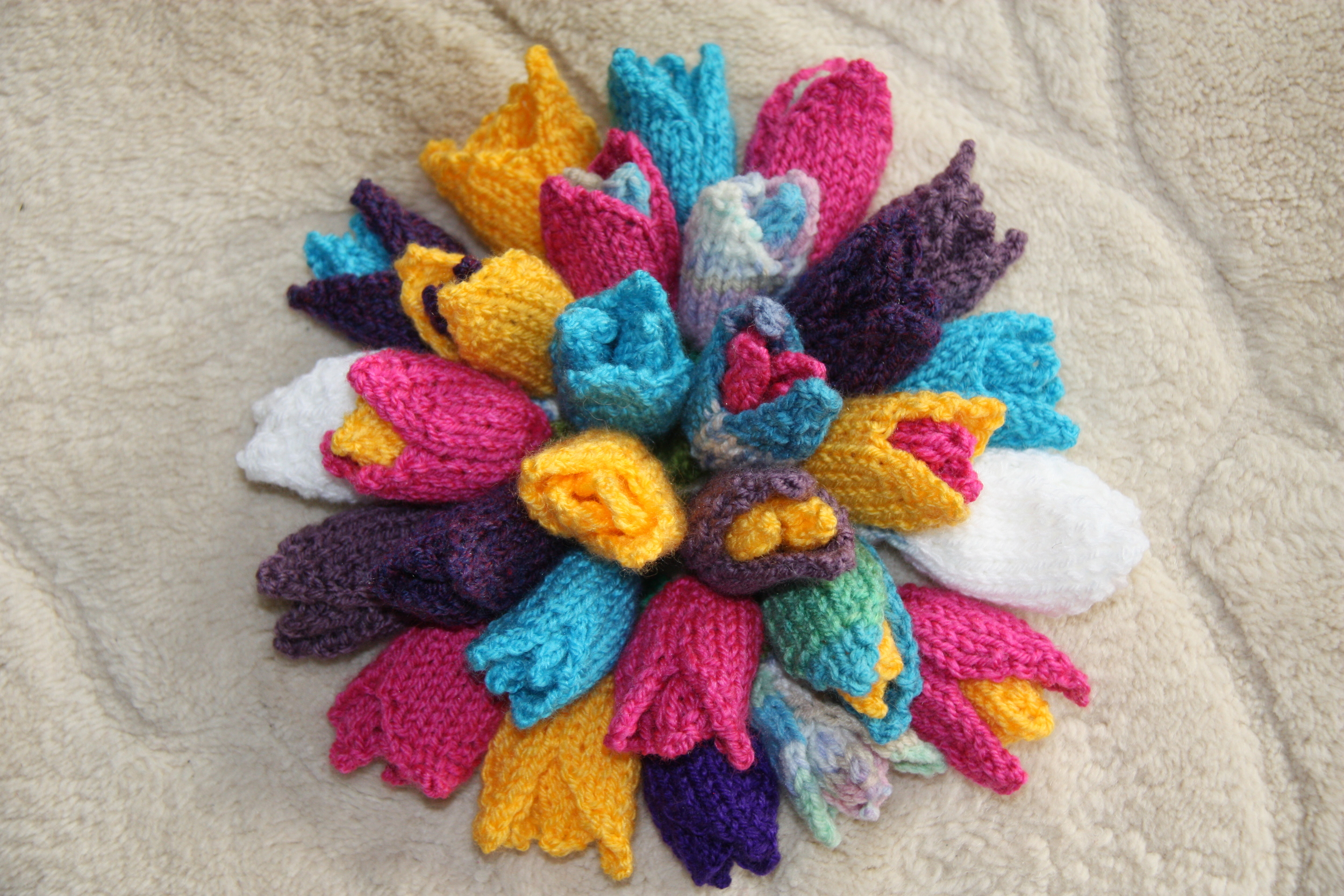 Knitted tulips