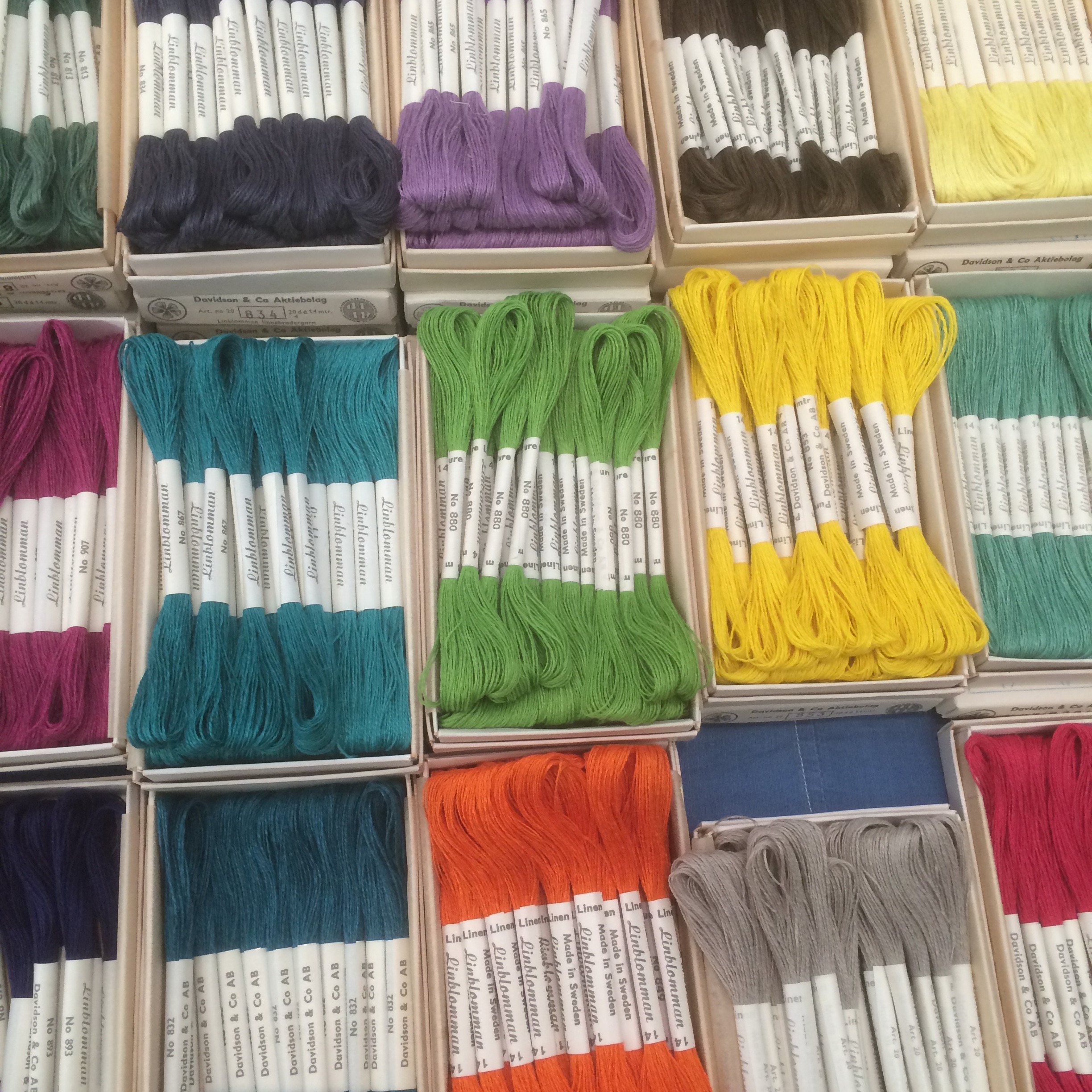 So many colours to choose from! The beautiful Swedish flaxen threads from Linladan.