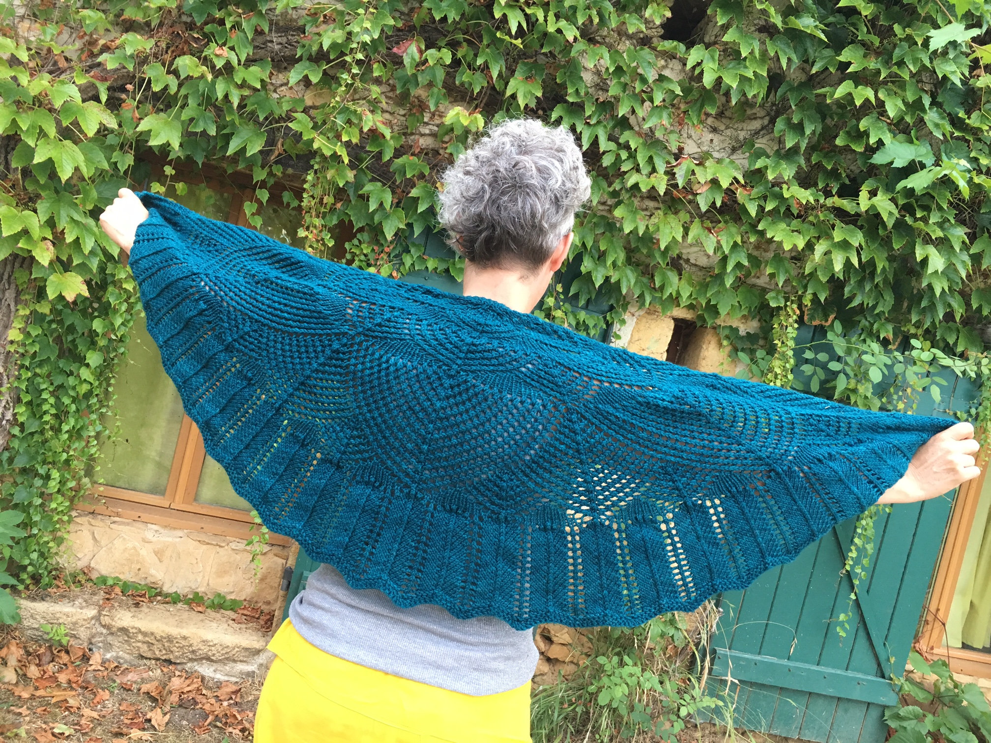 And in fact, Allison finished her Wavedeck Shawl not long after we recorded the episode - which may have partially contributed to the editing being slightly delayed... sorry!