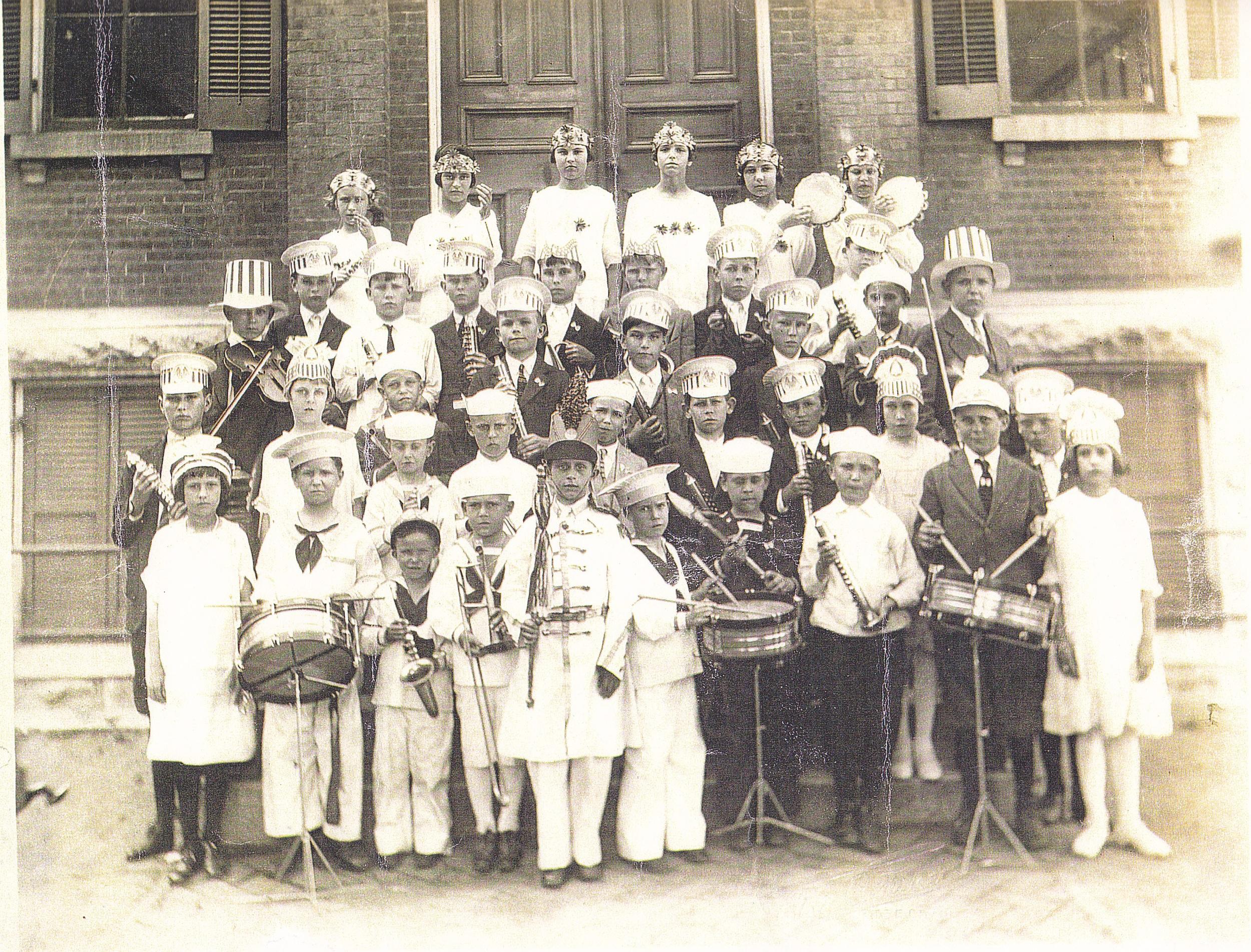 3-Band Pic 1925.jpg