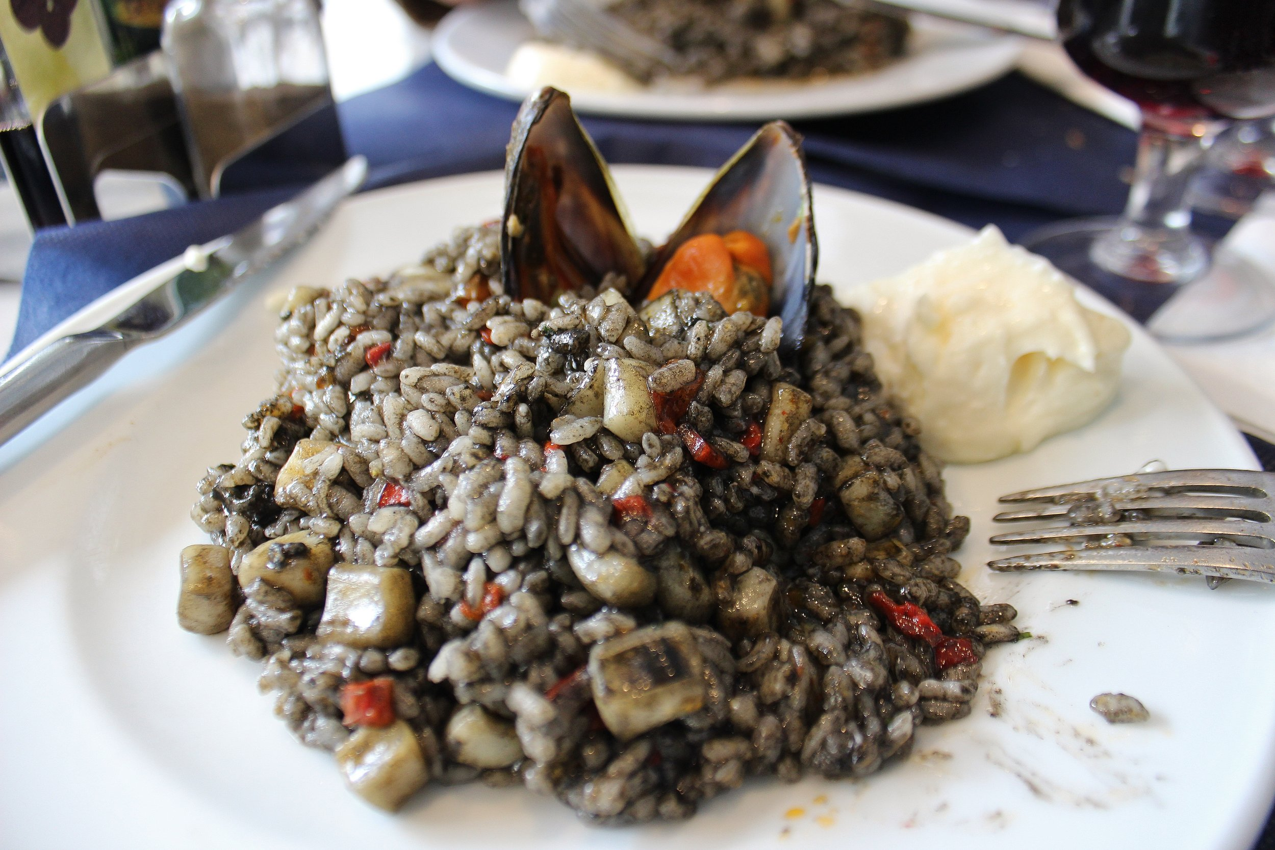 Arroz negro con mariscos. Black rice with seafood (first plate)...