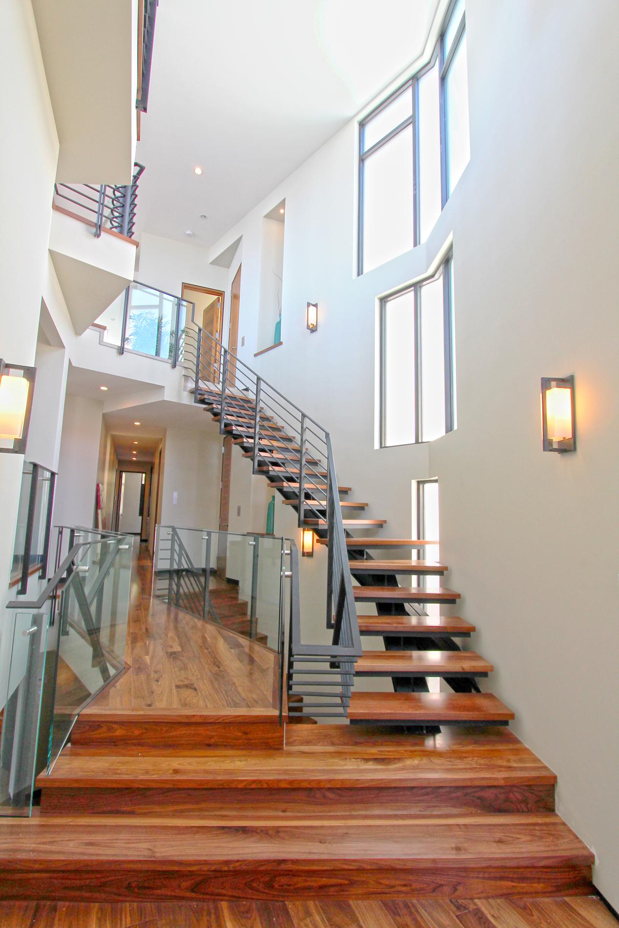 03vista 34th entry stair.jpg