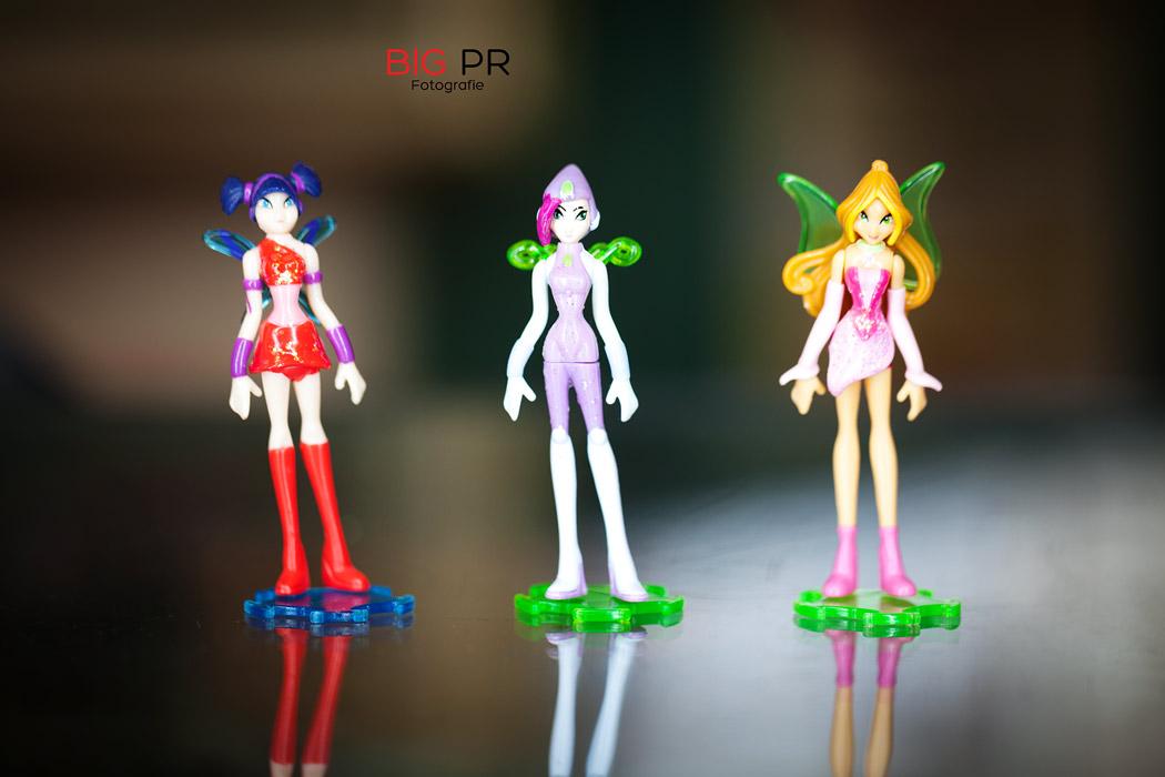 """Musa, Tecna und Stella aus der """"Winx Club""""-Serie von 2006, Tecna (in der Mitte) ist die große Rarität, Kostenpunkt der gesamten Serie mit insgesamt sechs Figuren: 169,90 €"""