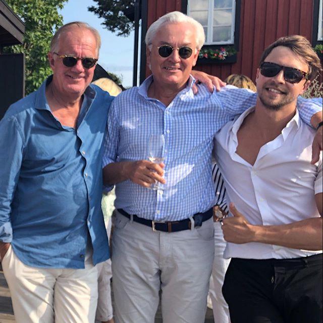 Sommarturnén kuskar vidare🚚🚤tack till Stefan Persson med vänner för grym allsång o skärgårdslunch, tack även till mikrofonbozz @frimark🎤@cmc_music_sweden @fafangan Sandra Adolfsson för veckans gig🎹🎼🌞