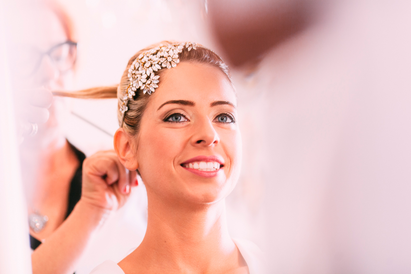 028-bride getting ready.jpg