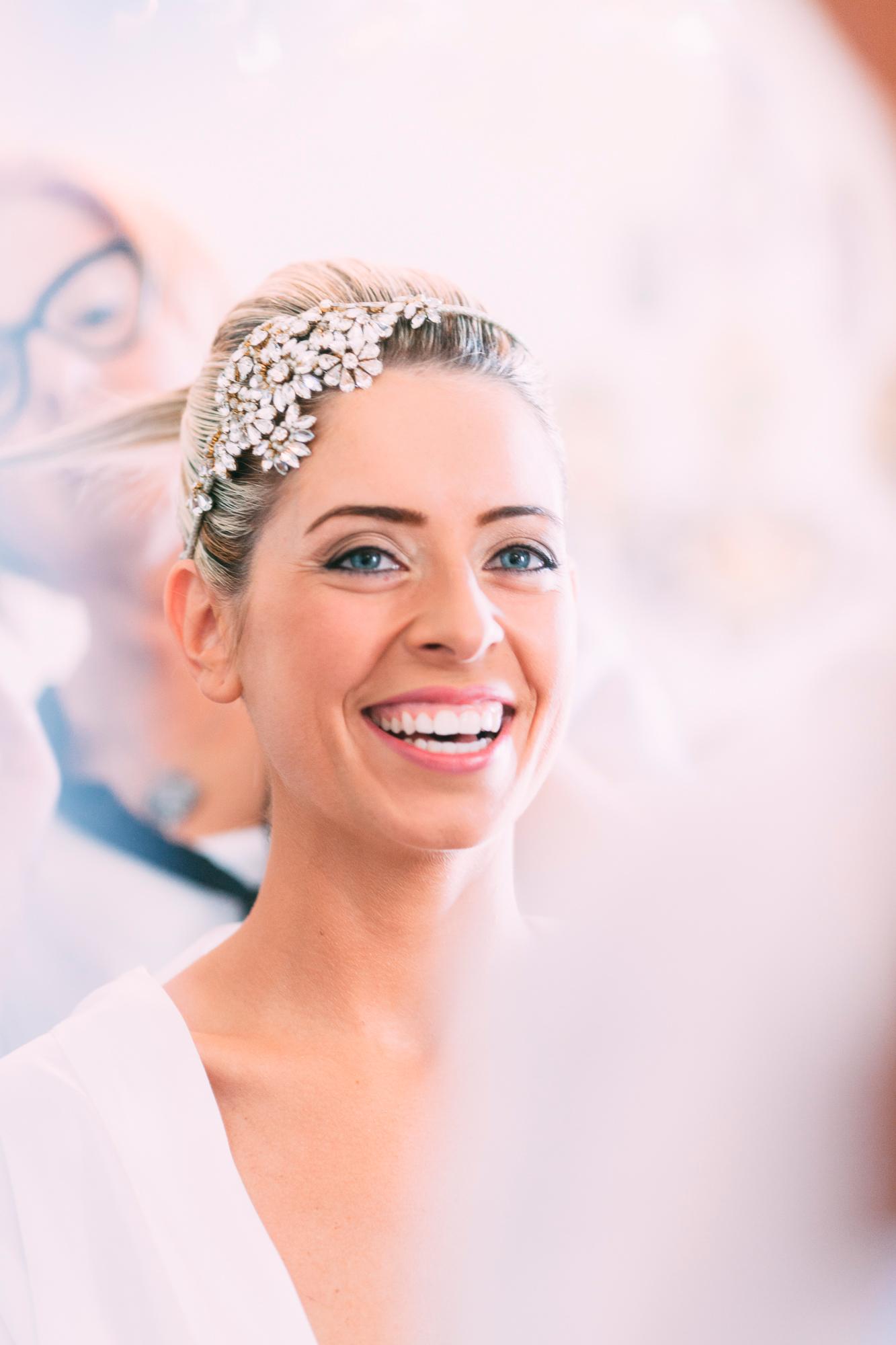 030-bride getting ready.jpg