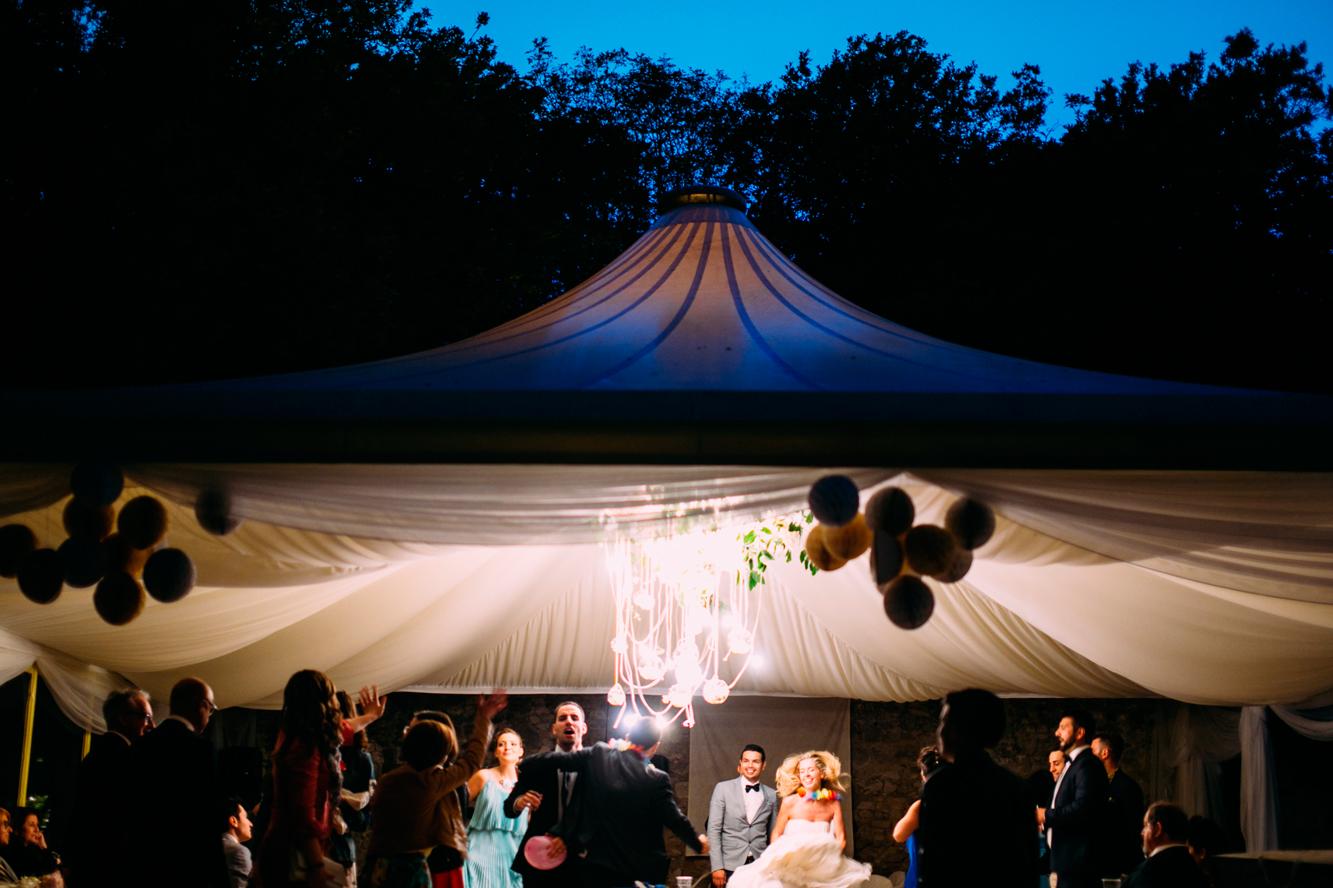 242-bride groom monte conero dancing.jpg
