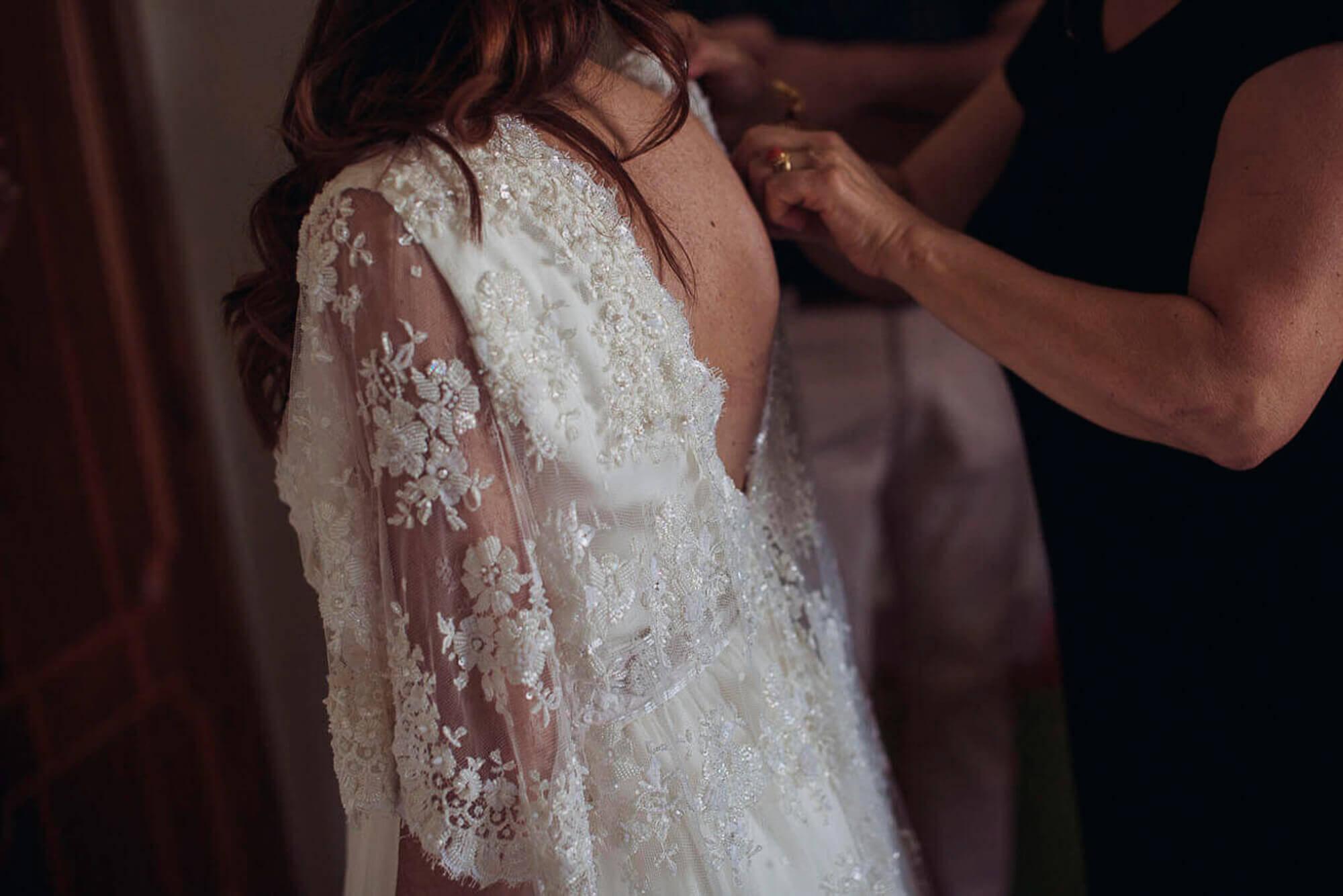 16_wedding_marche_bride getting ready.jpg
