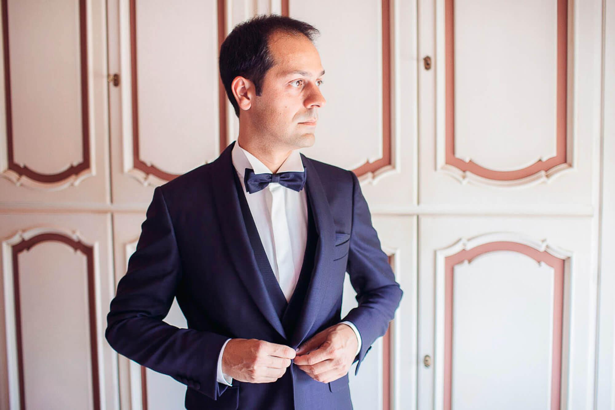 32_wedding_marche_groom getting ready.jpg