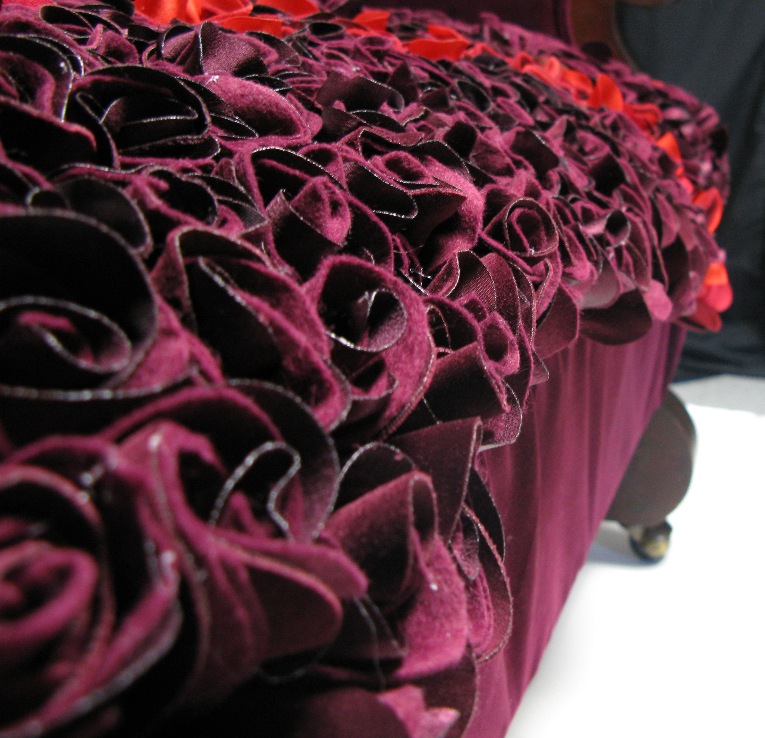 rose loveseat detail4.jpg