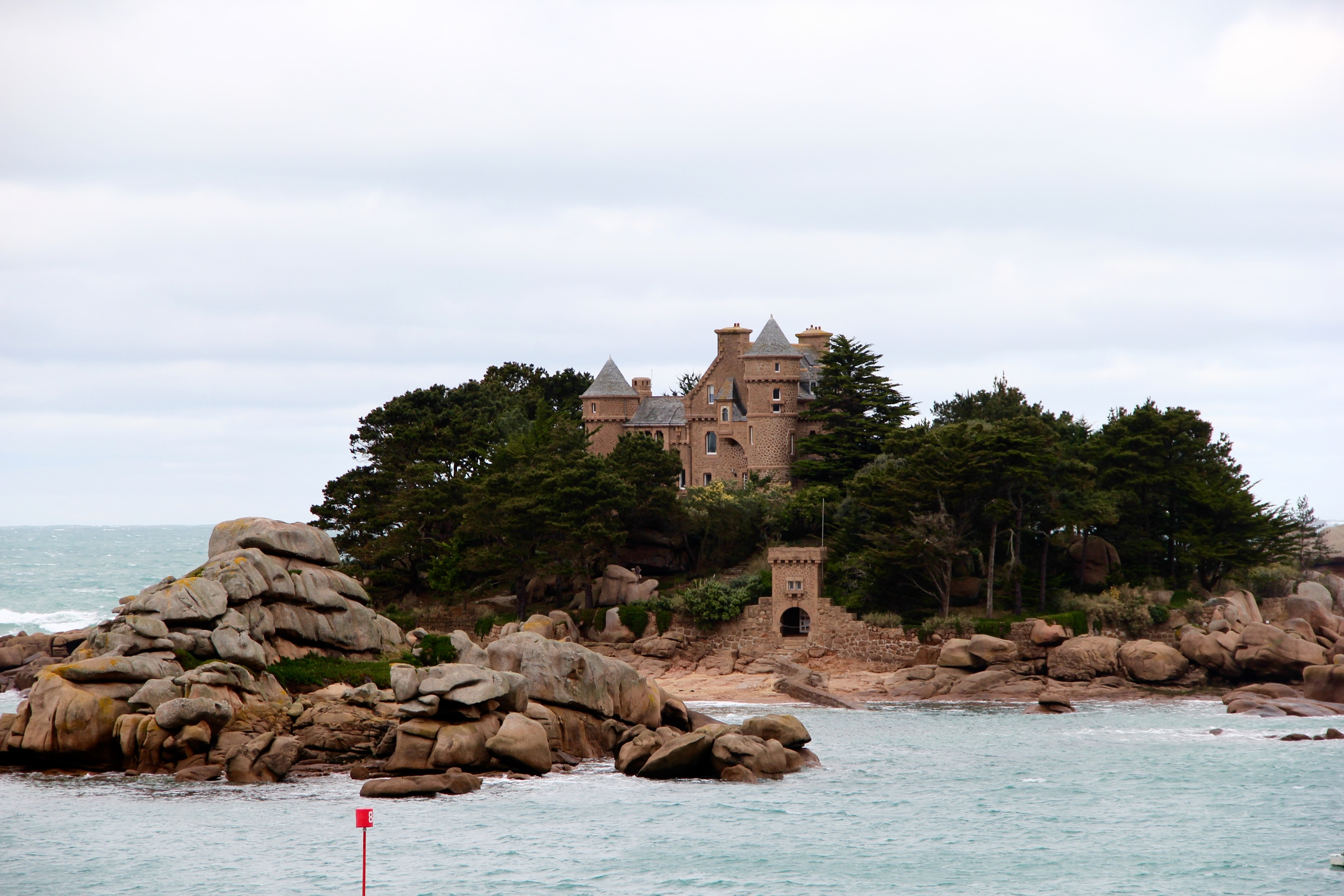Island Castle in between Tregastel and Ploumanac'h along the Sentiers des Douaniers