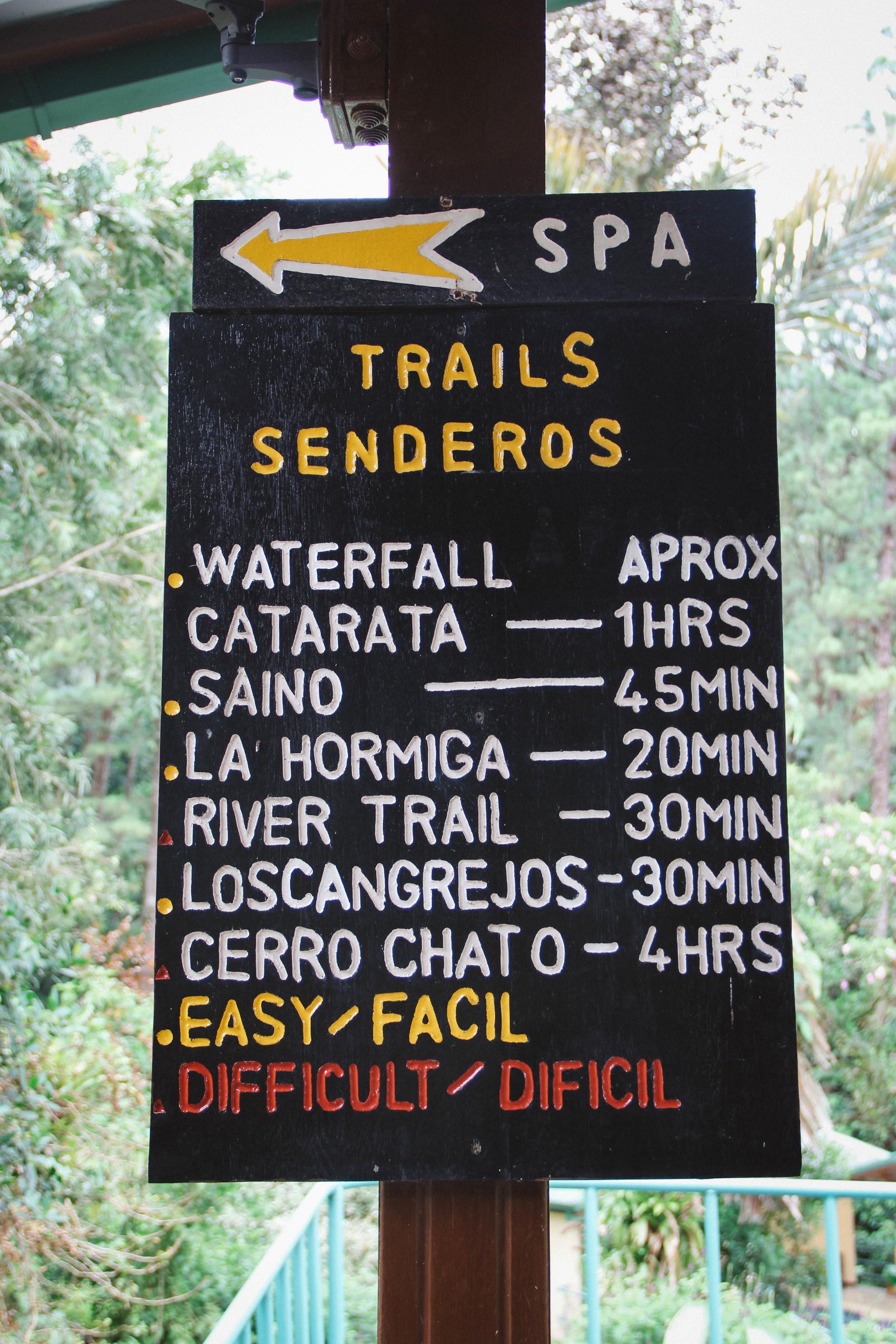 Hiking sign at Volcano Arenal