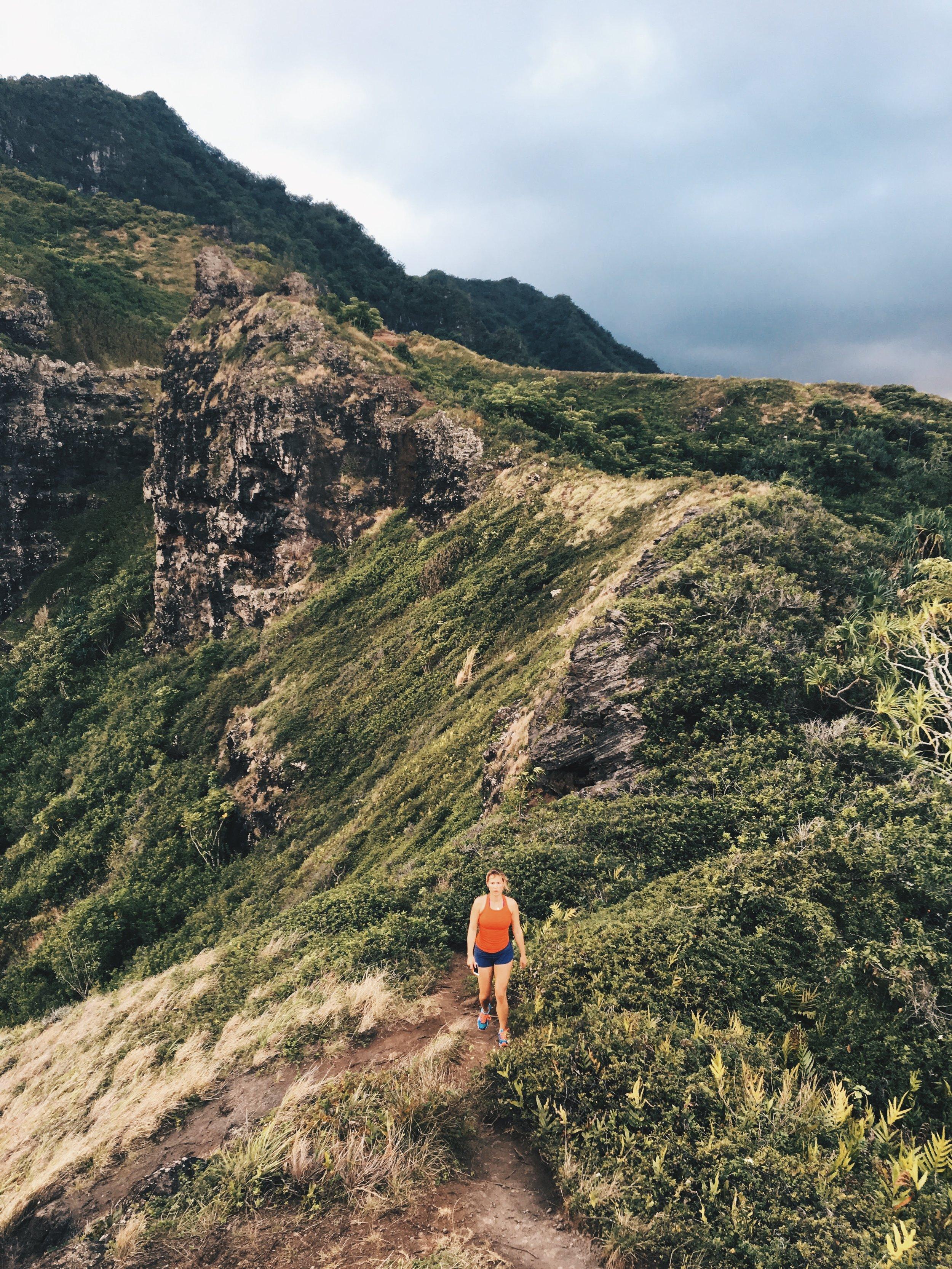 The steep ridge of Crouching Lion Hike