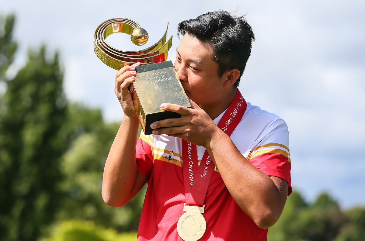 Yuxin Lin, from China, kisses the Asia-Pacific trophy following his win at Royal Wellington Golf Club PHOTO: BW Media