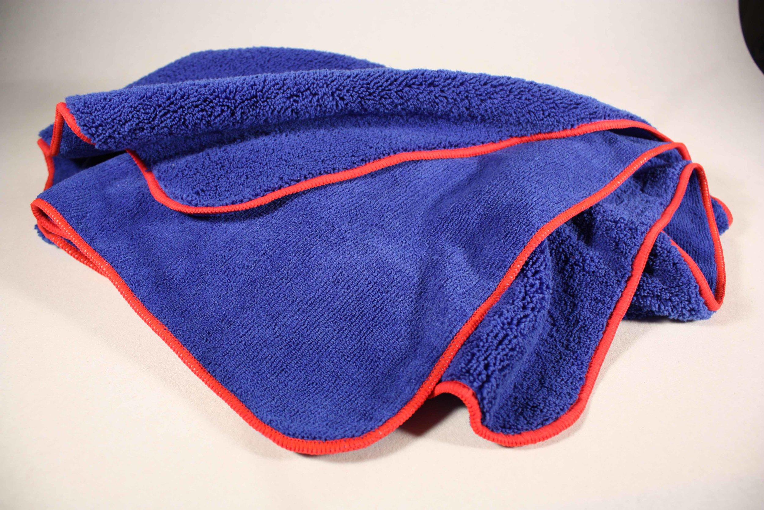 DRY TOWEL 90x60cm - NL Dubbelzijdige microvezel droog handdoek. Glijd gemakkelijk over de lak met een uitzonderlijk absorberend vermogen.FR Essuie microbibre double faceENDouble face microfibre towel, slide very well on surface and absob water incrediblely.