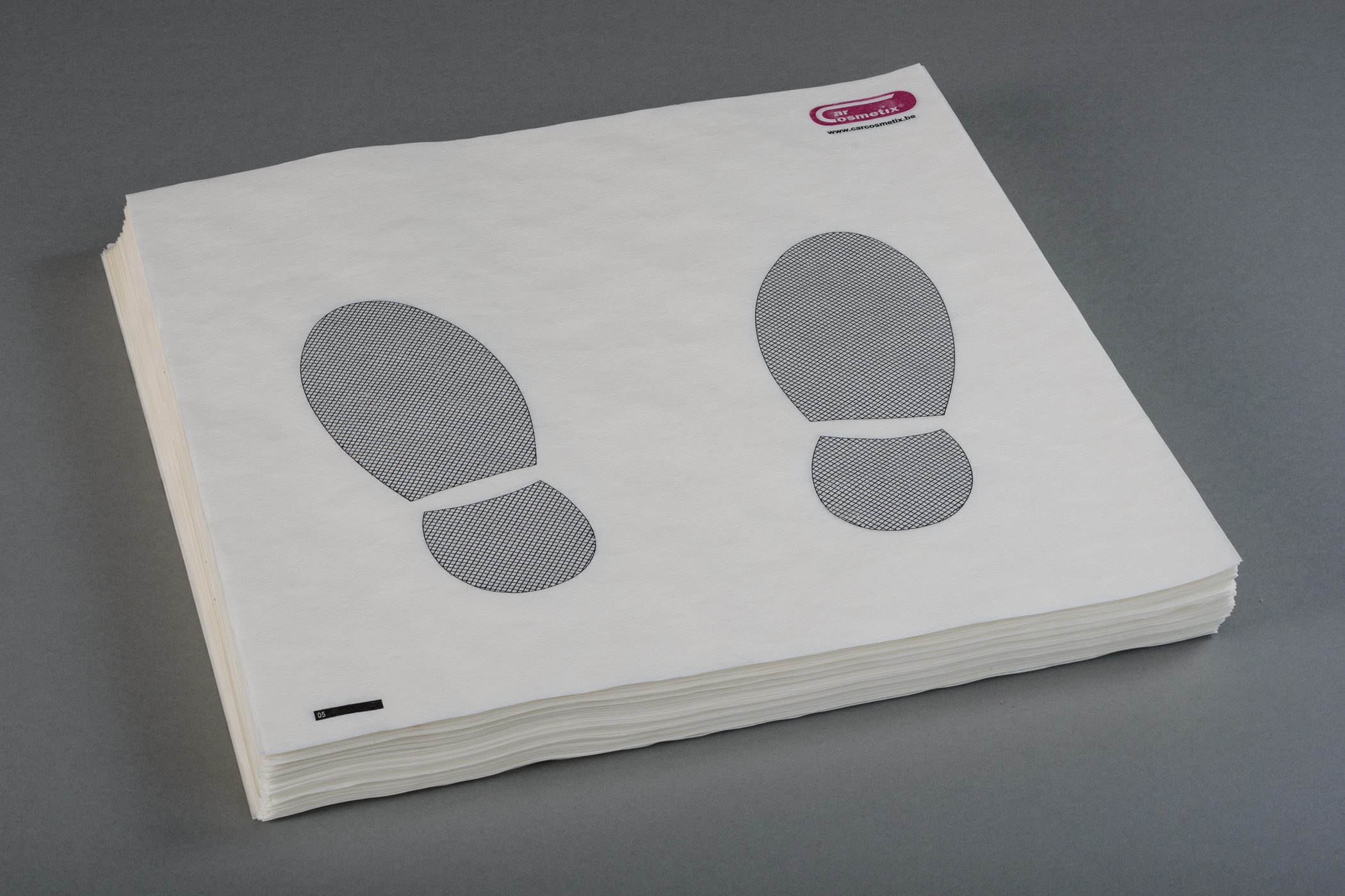 CARCOSMETIX FLOORMATS 250PCS - NL Doos met 250stuks kwalitatieve Carcosmetix vloermatten.FR Carton a 250 tapis de sol en papier Carcosmetix.EN Carton with 250 floormats Carcosmetix.