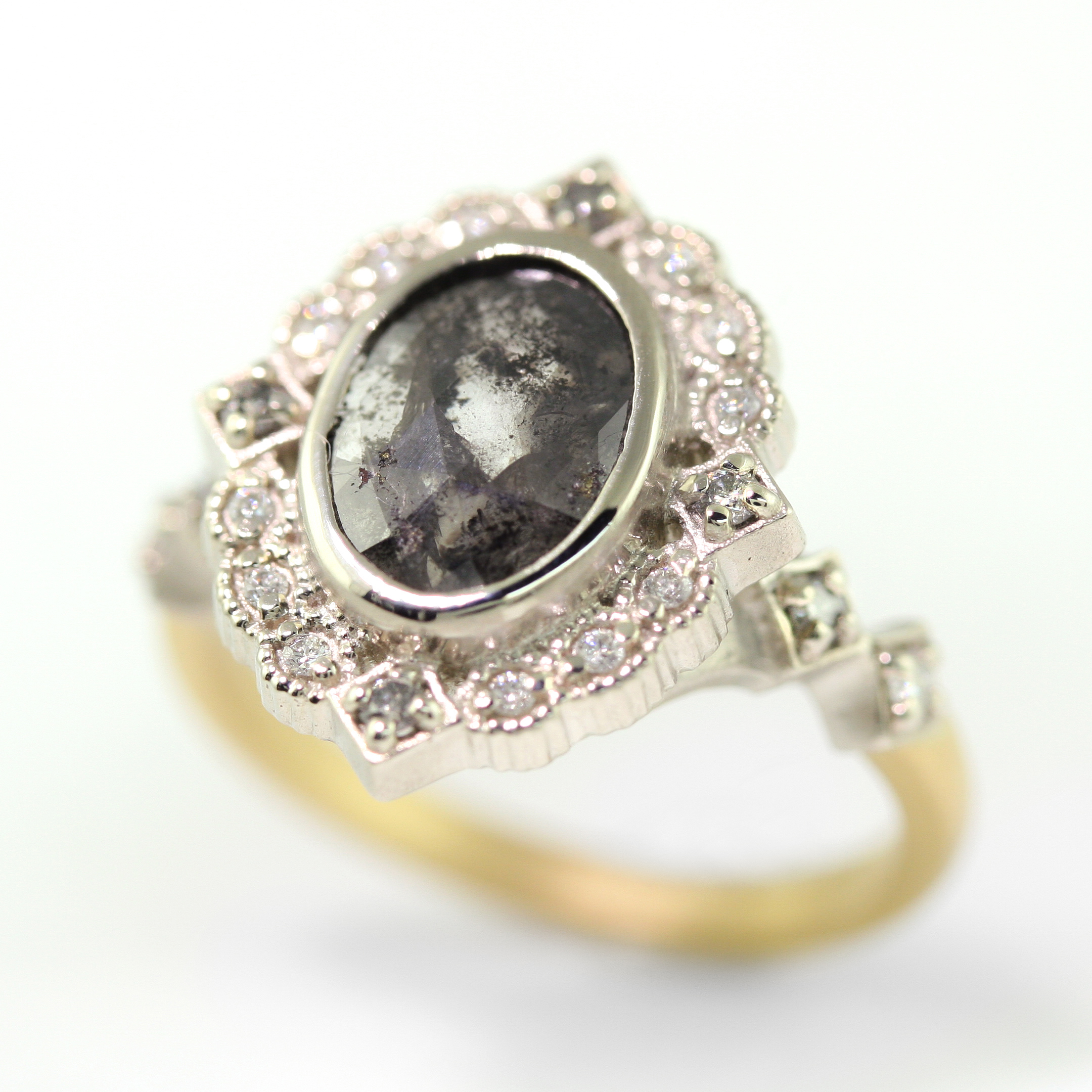 Limited_Collection_Ribbon_Frame_Ring_Grey_Diamond.jpg