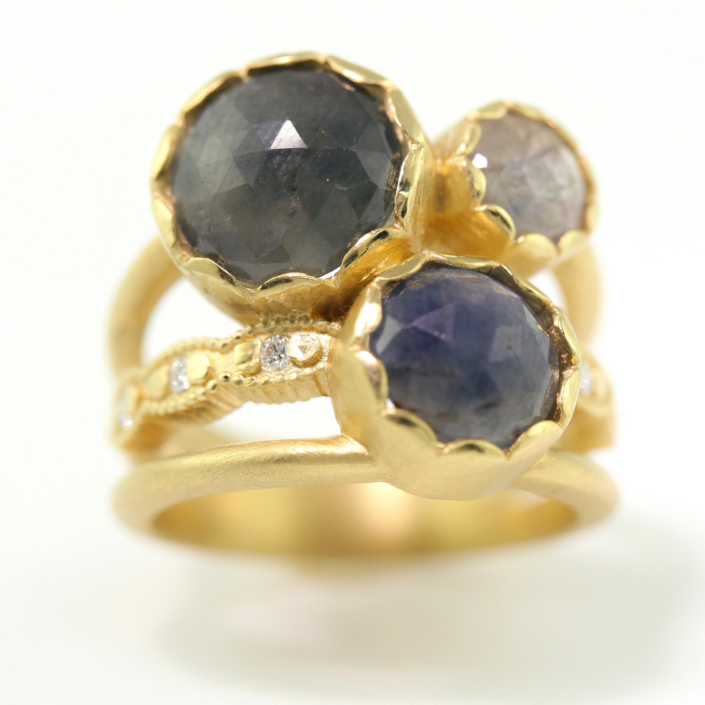 Scalloped_Bezel_3_Stone_blue_sapphire.jpg