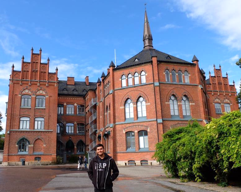 Ilteris in front of the Cathedral School, Lund