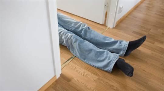 2. Du är förlamad och kan inte röra dig.  Förklaring: Du känner att du har tappat kontrollen över ditt liv.