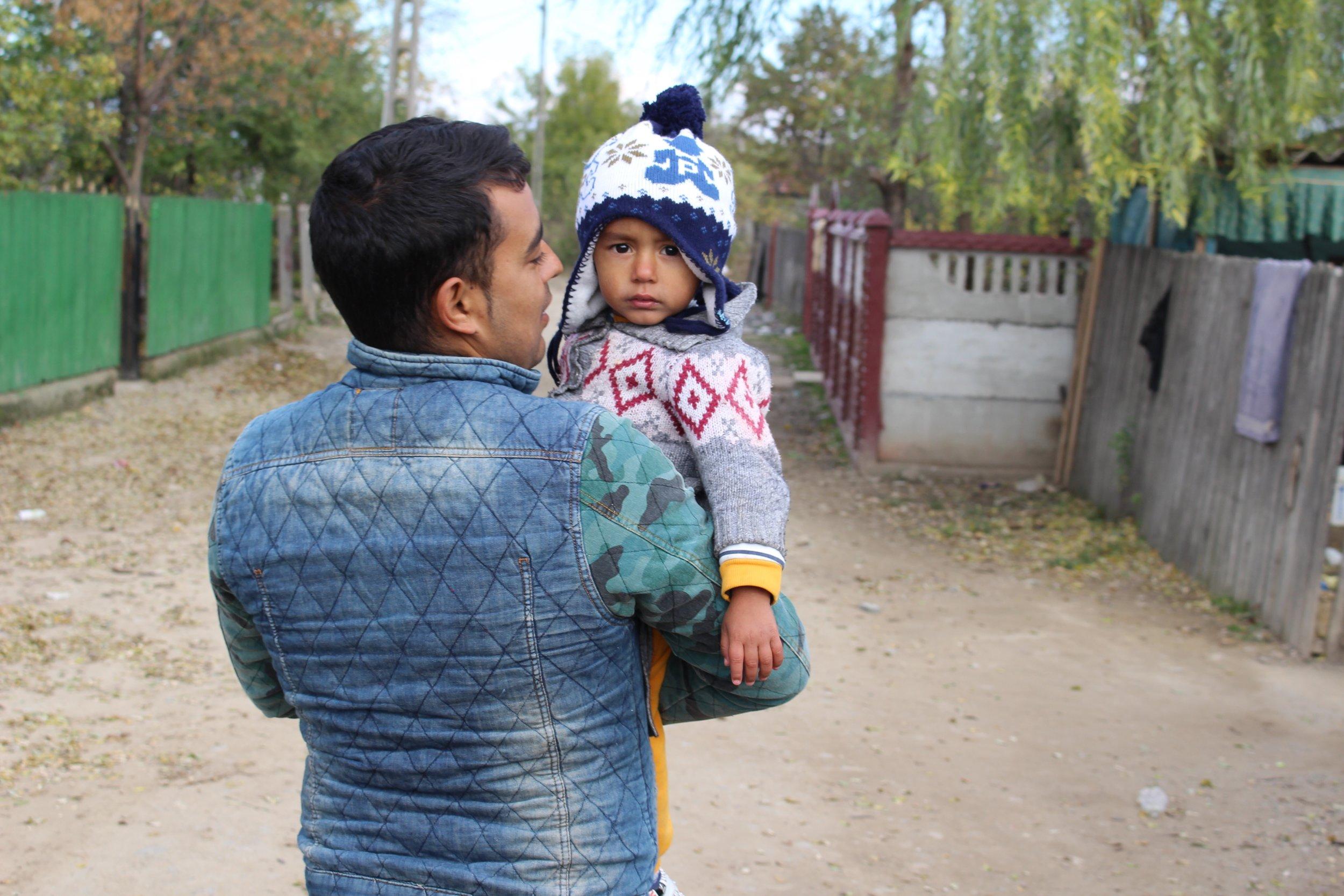 Florin Leu med sonen Ianis, 2 år.