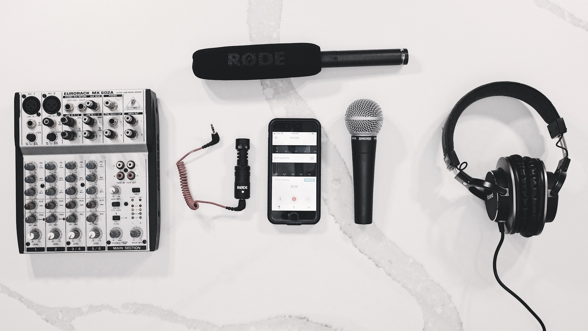 connecting+external+microphones+to+an+iPhone.jpg