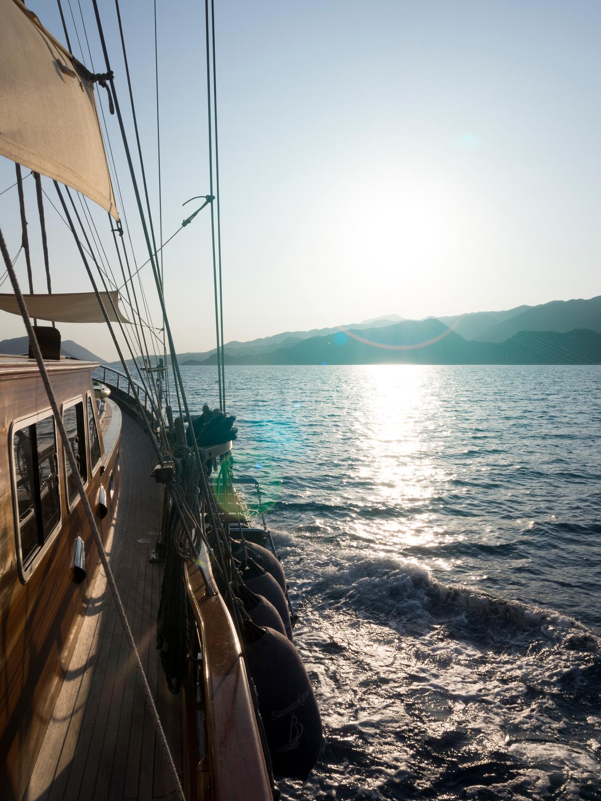Il tuo viaggio   Le nostre golette, noleggiate esclusivamente per  gruppi privati da 2 a 20 persone, partono da  €400 per notte, a salire fino ai massimi livelli del lusso.      la flotta