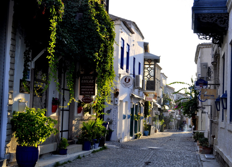 A typical street in Alacati