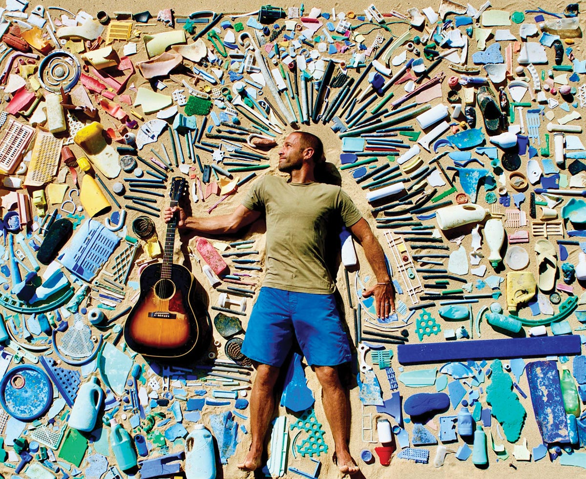 Picture from Jack Johnson's website – Jack Johnson among pieces of garbage found in the ocean