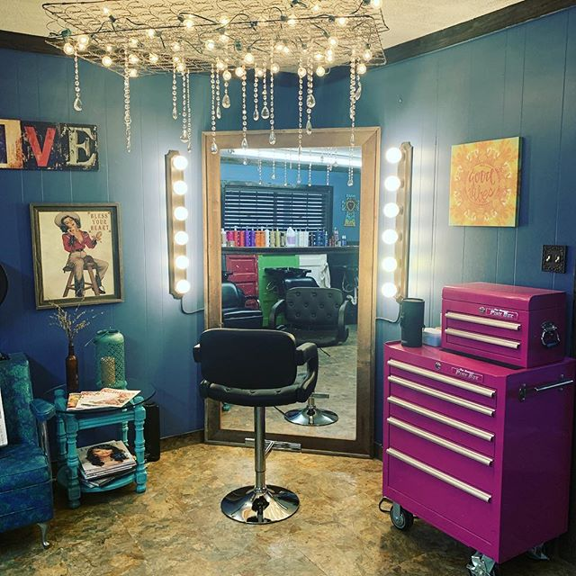 Lovin' the new chair at the makeup station!! So much more functionality and it's comfortable! #serenitysalonbcs #aggieland #cutesaloninbcs