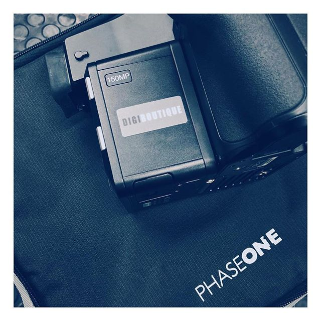 For when 100 megapixels just aren't enough...this is pretty special 🔥 #digitaloperator #digiop #photoassistant #photoassist #photoshoot #digitalphotography #digitaltech #phaseone #mediumformat #xf #phaseonephoto #schneideroptics #phaseoneiq4