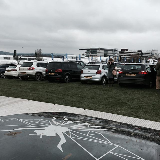 A grey day at HQ. #landrover #defender #gunnline #nationalhunt #cheltenhamfestival
