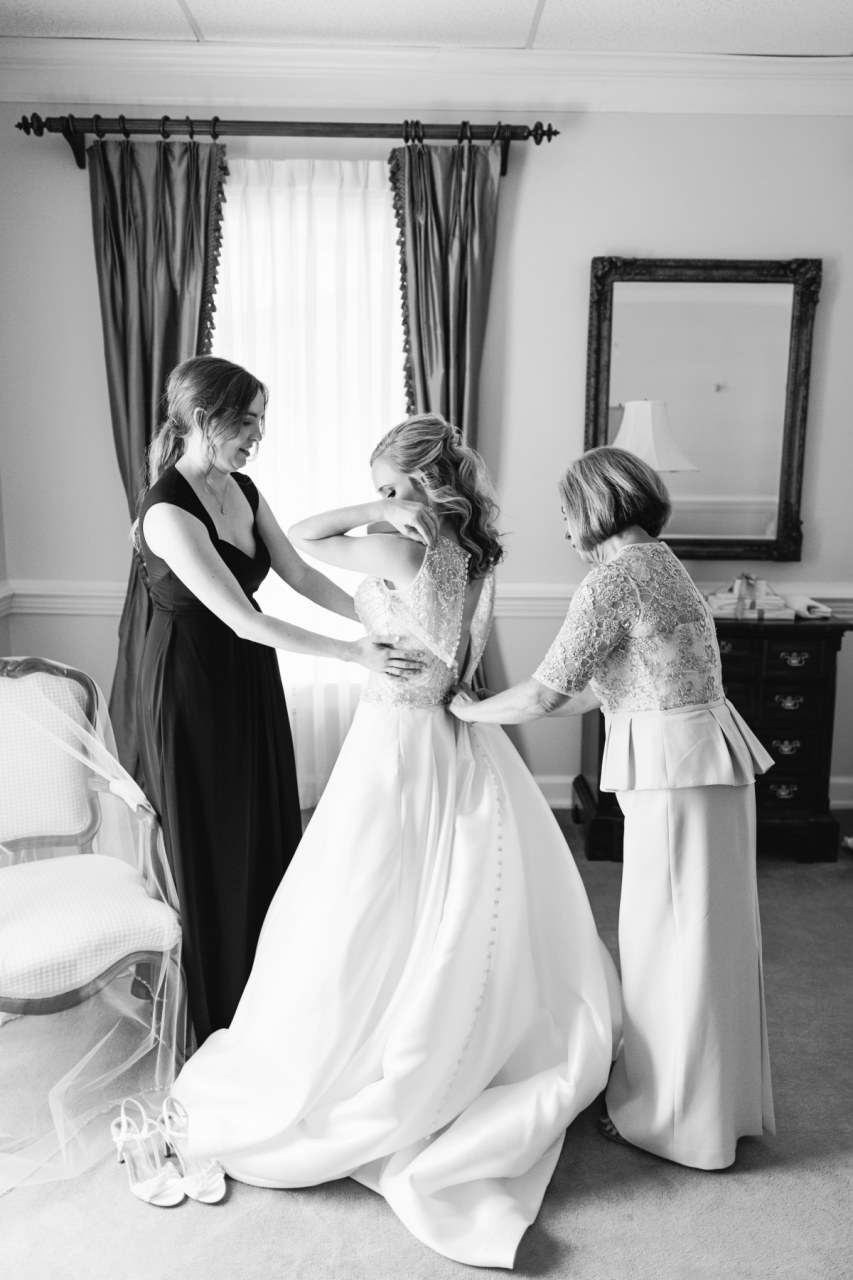 01_BrideGettingReady_111.jpgHandley Breaux Designs | Caroline & Reaves | Rebecca Long Photography | Alabama Bride | Birmingham wedding planner