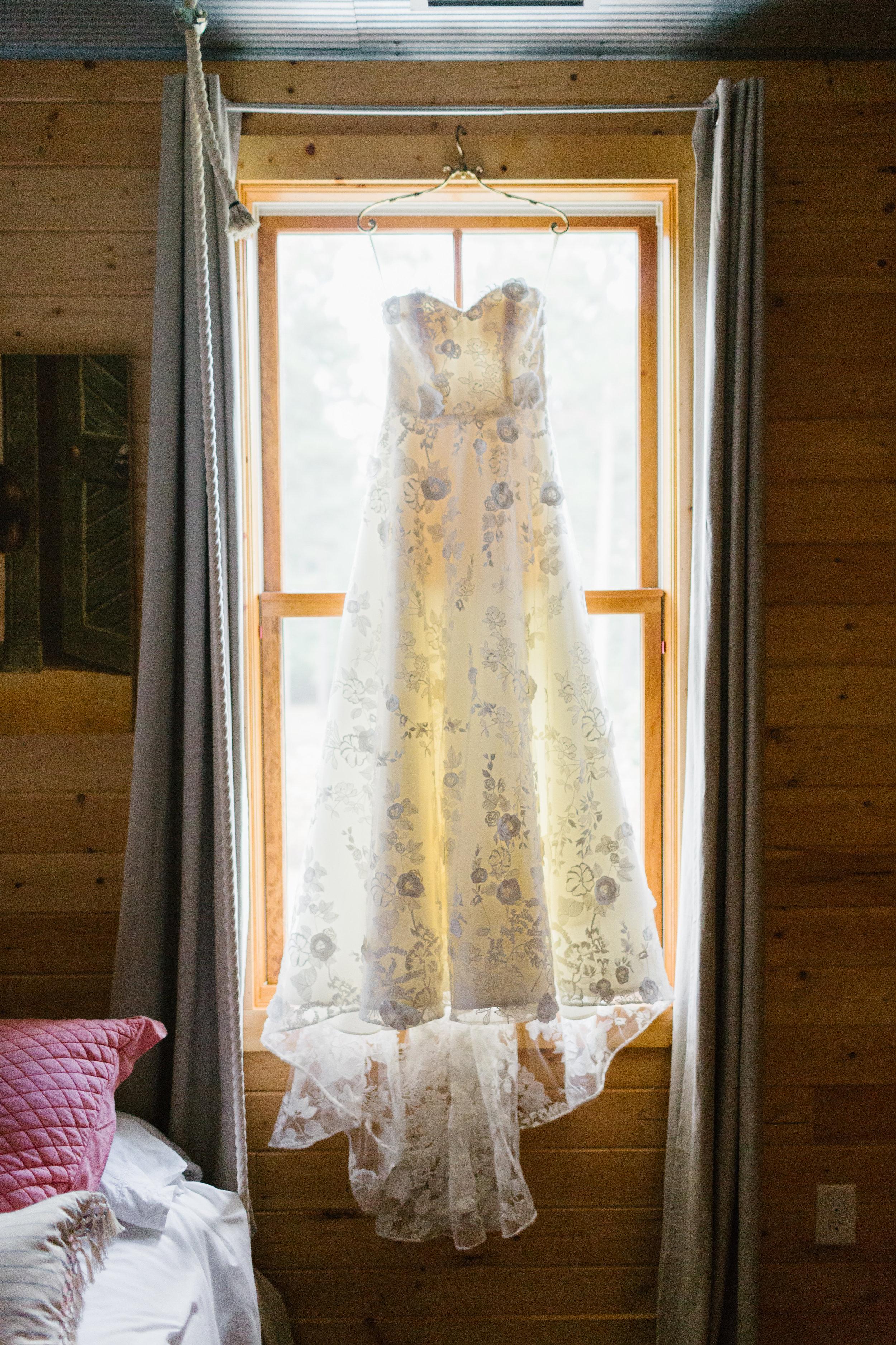 01_Bride Getting Ready_004.jpg