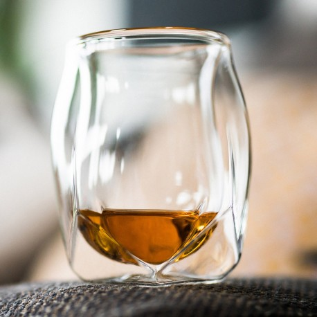Norlan Whisky Glass es| The perfect gift to give your dad for when he is winding down after a long day of work.