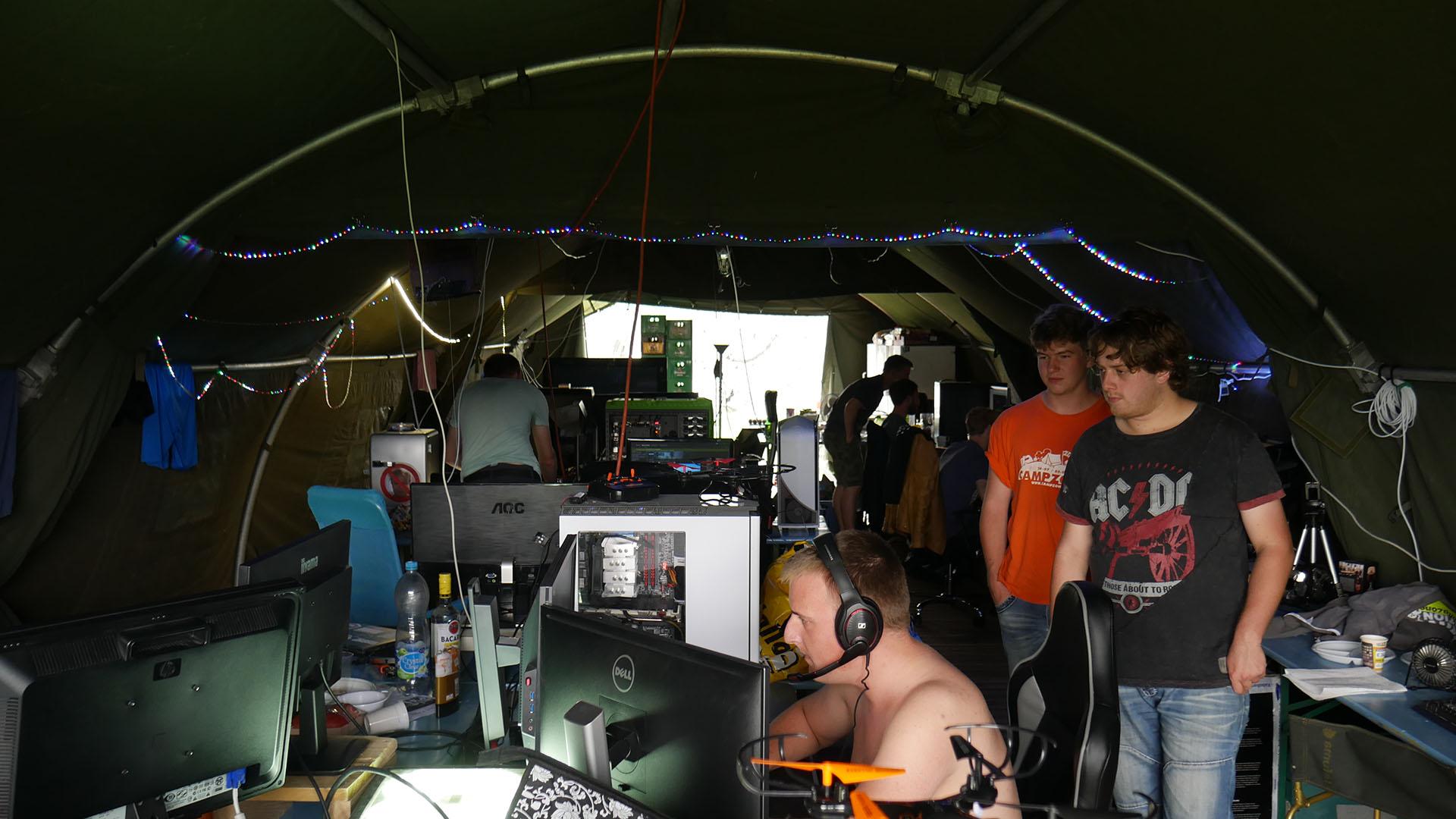 Het overbekende beeld van gamers in tenten
