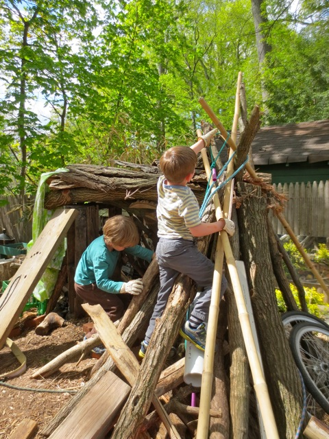 The den rocket ship builders.