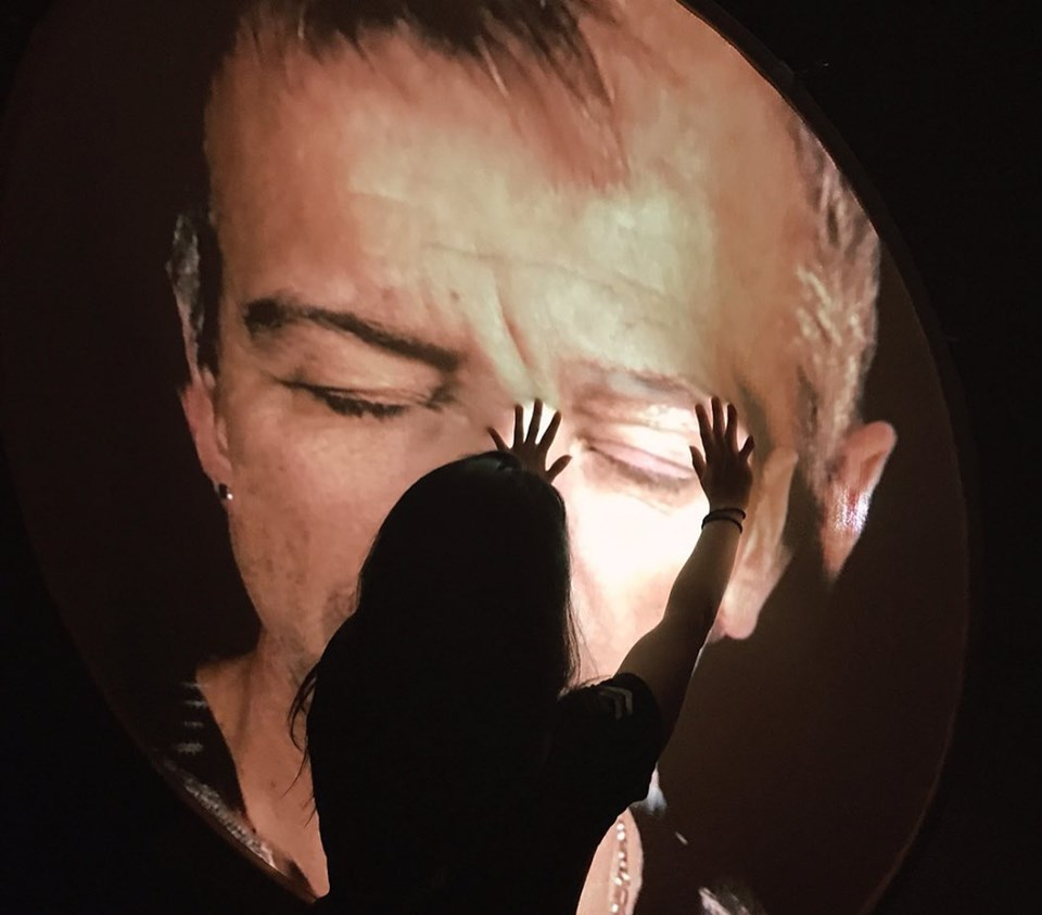 LES CENTS VISAGES by Scenocosme , a duo consisting of Anäis met de Ancxt and Gregory Lasserr.