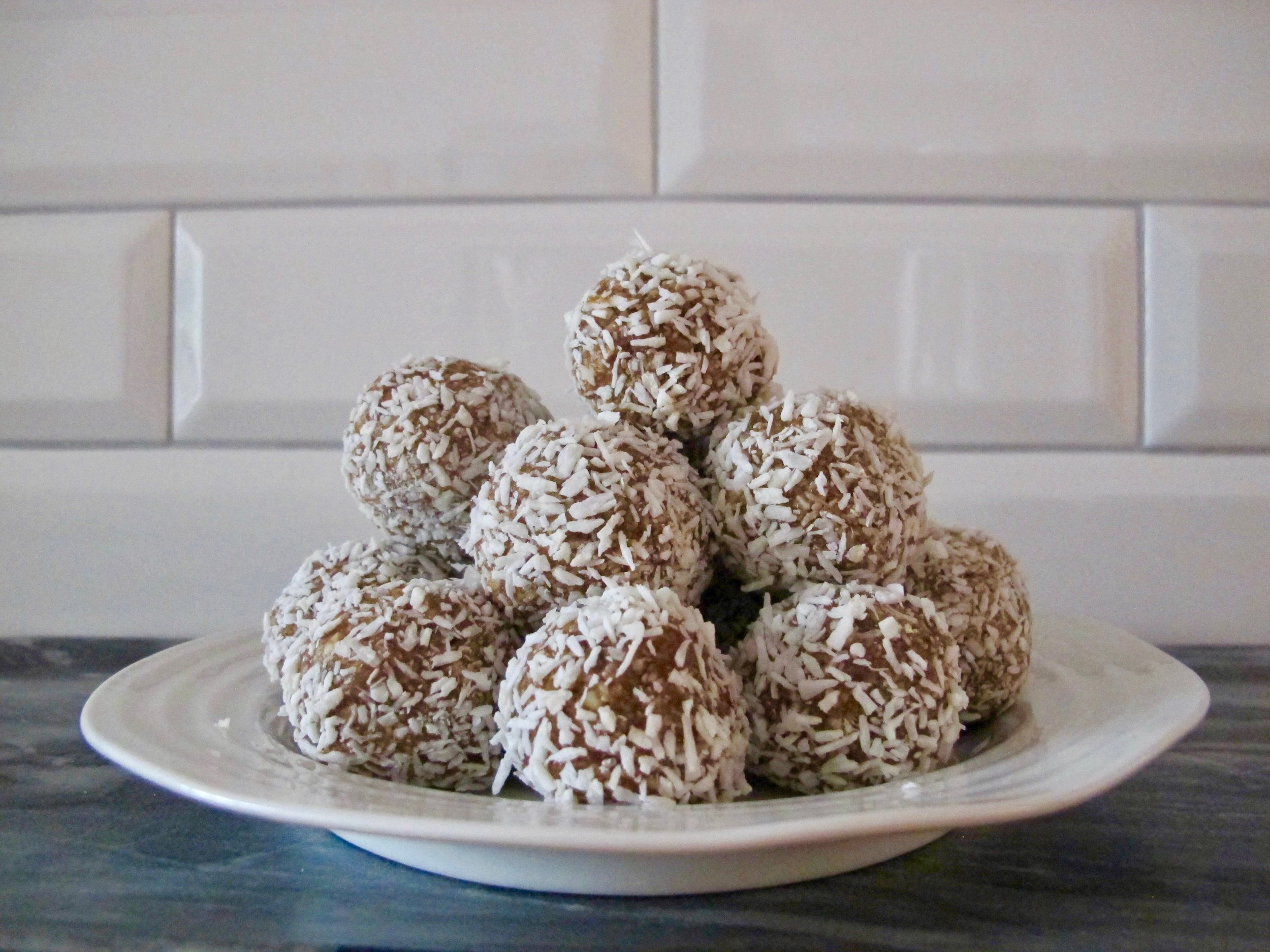 health food snob Larissa Dundon lemon cashew coconut balls