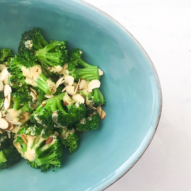 Any 🥦 snobs out there? // this salad is great as a side or a snack for those who are trying to eat more dark green vegetables. Take 2-3C broccoli crowns and boil them for 2-3 minutes. Then drain and dunk them in ice water so they stop cooking. If you don't like to blanch your veg, you can also enjoy them raw. In a separate bowl mix 1-2T Dijon mustard, 1T apple cider vinegar, 1 clove finely chopped garlic, 2-3T olive oil, s&p to taste. Drain your broccoli and pat dry. Cover with your dressing and any toppings you like, such as slivered almonds or parmesan. Store in the fridge or enjoy right away! #healthfoodsnob