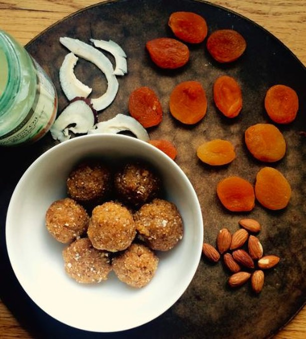 These apricot coconut energy balls were super easy to make and are mad delicious.  Ingredients 1C dried apricots (make sure they're plump, or soak them in water for 15 minutes to plump them up) 1/2C dried shredded coconut 1T coconut oil 1/2C almond meal  dash of salt  Take all the ingredients and put them in your food processor, blend until you have an even consistency. Form into balls and then roll in shredded coconut. Store in the fridge in an airtight container, enjoy! #healthfoodsnob . . . . #cleaneating #eatclean #vegan #veganfoodshare #cleaneats #instagood #healthychoice #vancouver #food #cookies #yum #homemade #sweet #proteinballs #healthy #dailyhivevancouver