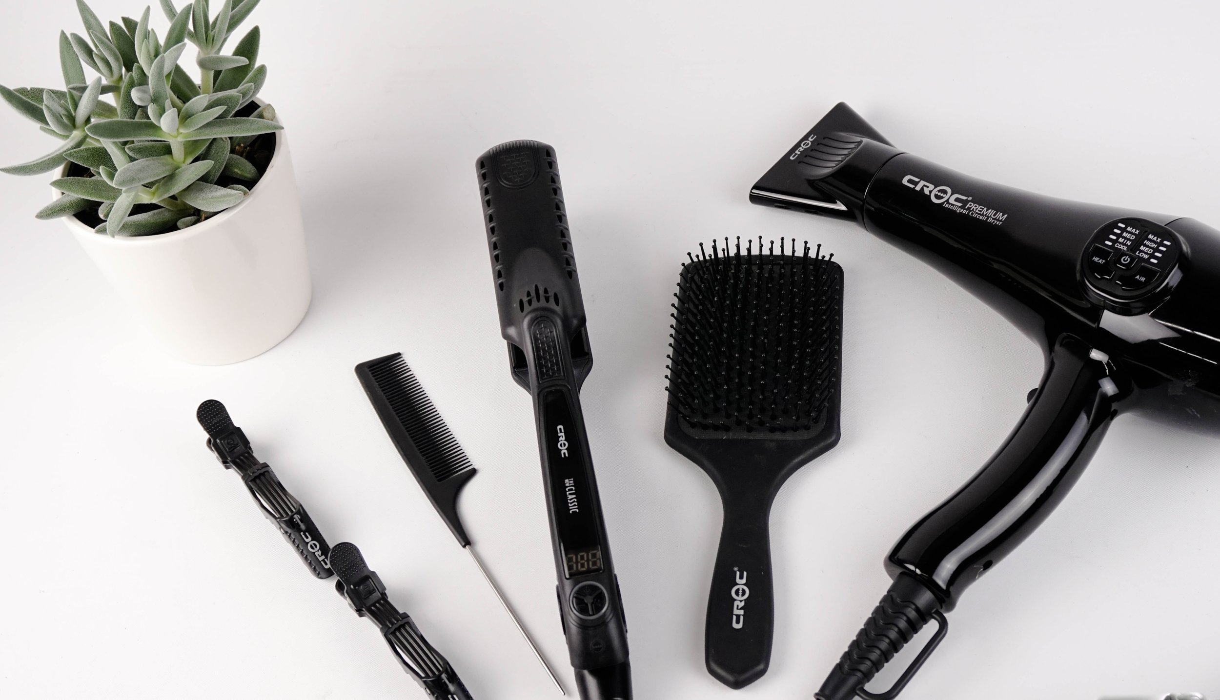 SHAMPOO BLOW-OUTS + STYLYING$45 & UP -