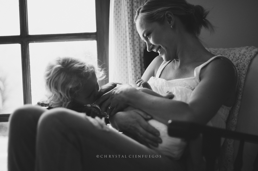 chrystal_cienfuegos_breastfeeding-3.jpg