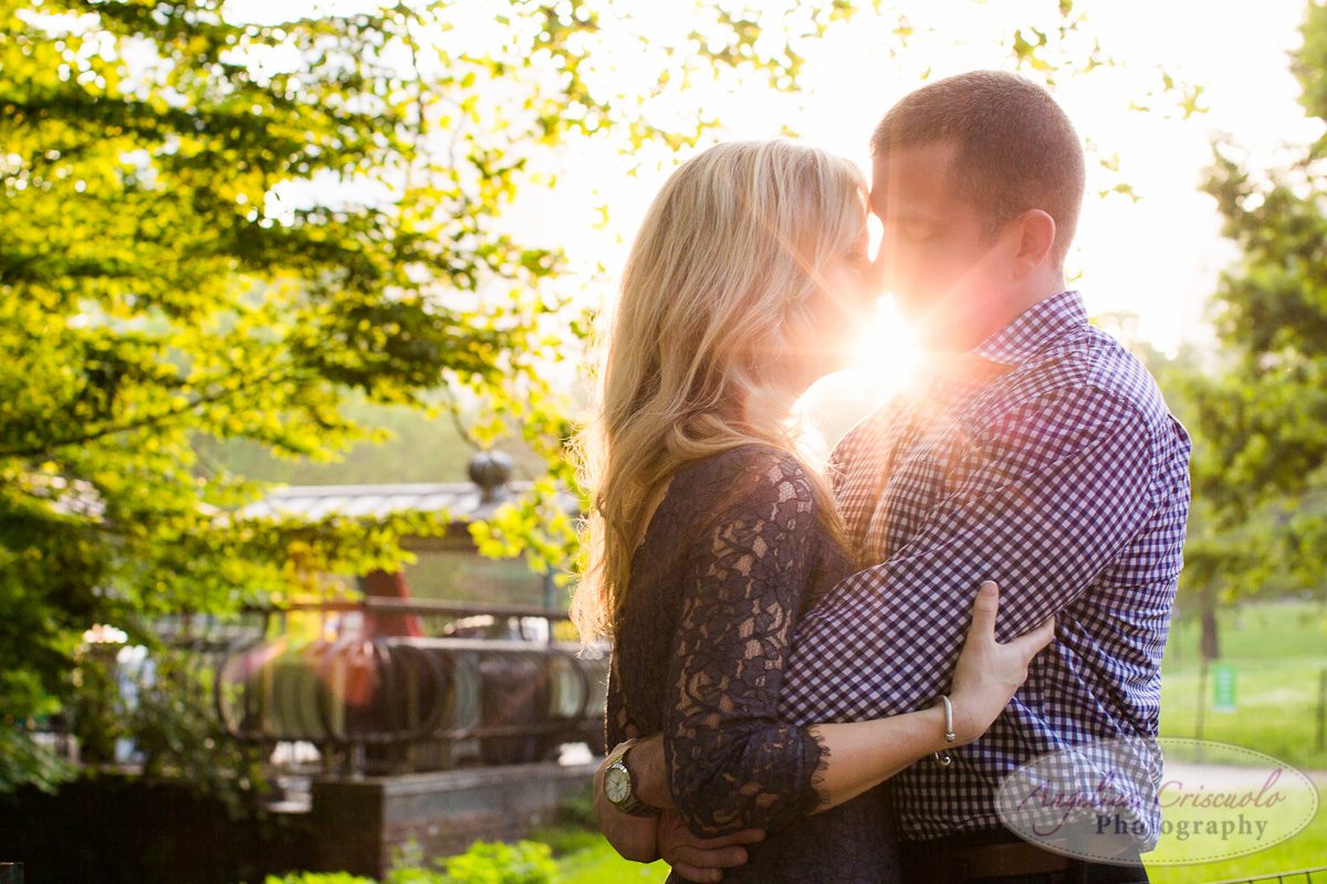 NYC_Central_Park_Engagement_Photographer_Ideas_Sunset_Flare