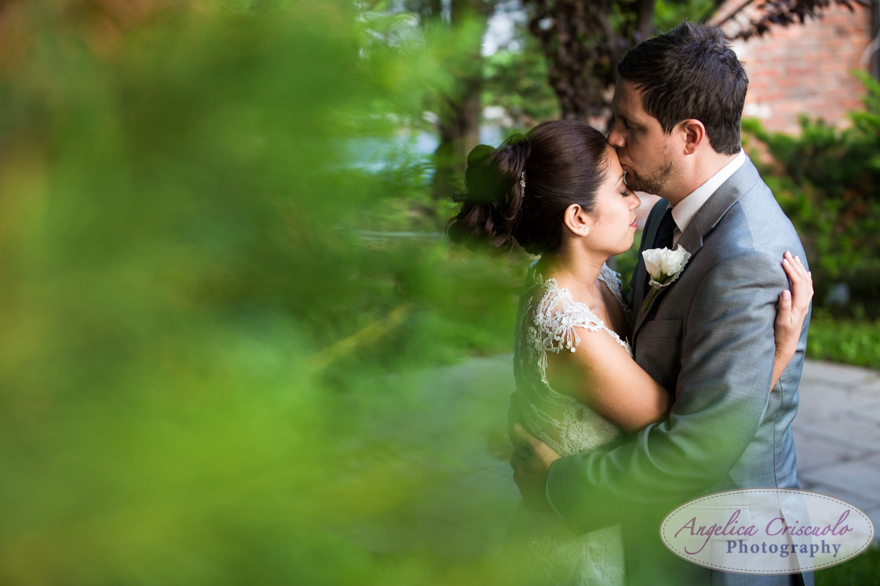 Bride and groom wedding photo ideas New York Fox Hollow Catering