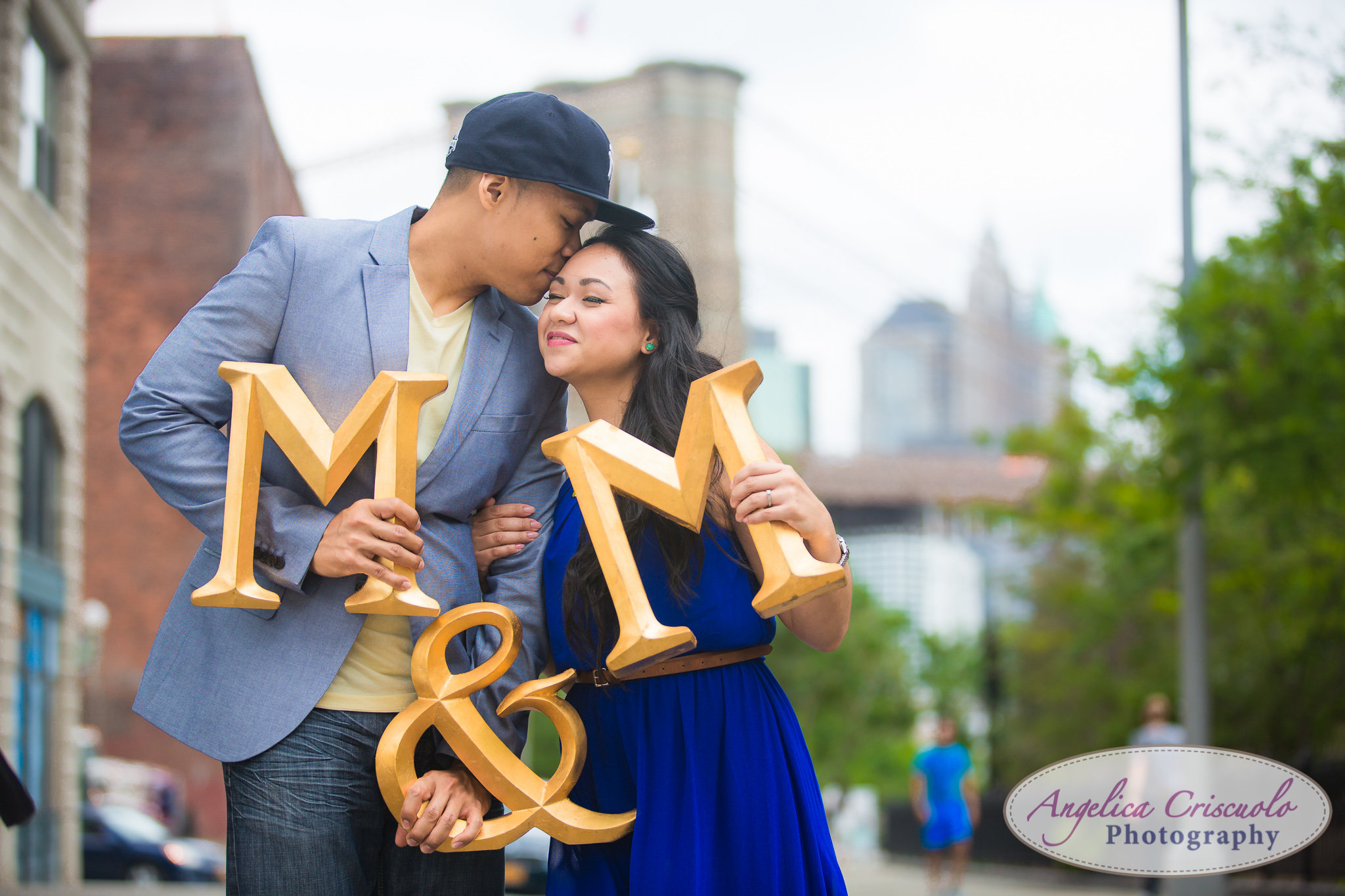 Engagement photo ideas with Brooklyn Bridge