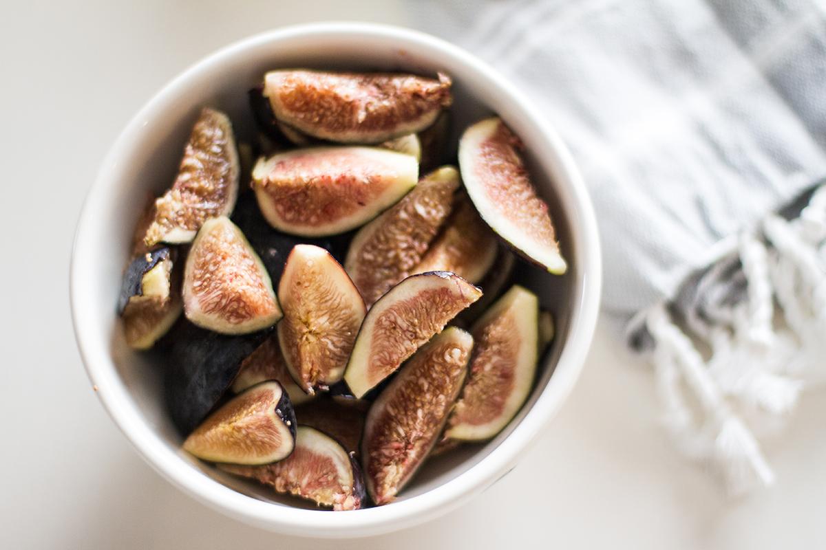 Fig, Basil, Arugula & Goat Cheese Salad | desertfroth.com
