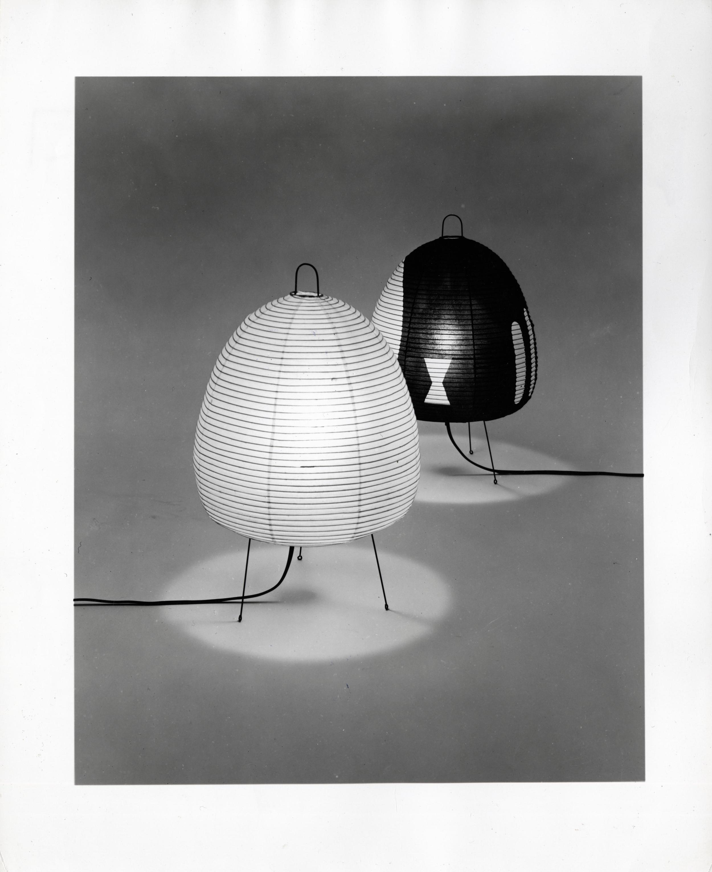 Akari Light Sculptures 1A and 1AG. Isamu Noguchi. ©The Isamu Noguchi Foundation and Garden Museum, New York / ARS.